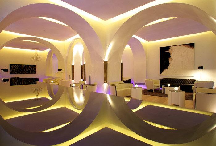 ABaC Hotel Restaurant 1 - Ciudades de novela para este verano
