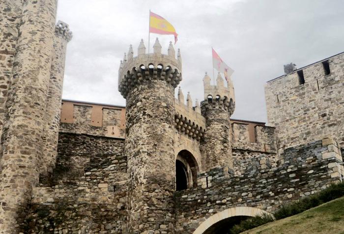 CASTILLO DE LOS TEMPLARIOS de ponferrada 1 - Riqueza monumental de Castilla y León