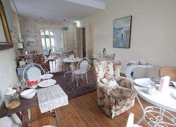 EWAN HOUSE comedor 1 - Ewan House, la esencia de la costa asturiana