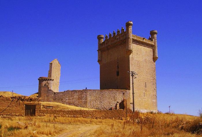 castillo de BELMONTE DE CAMPOS 1 - Riqueza monumental de Castilla y León
