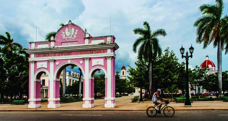 """cienfuegos parque entrada - Cienfuegos """"la ciudad que a mí más me gusta de Cuba"""""""