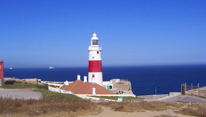 faro gibraltar 1 - Gibraltar, la famosa Roca del Estrecho