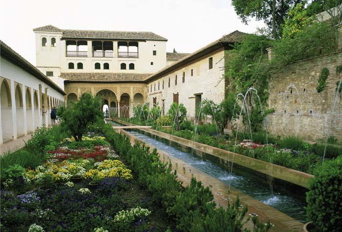 fuentes patio acequia 1 - Descubre la espectacular Alhambra de Granada