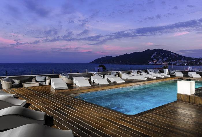 hotel aguas de ibiza 1 - Un paseo por las mejores piscinas del mundo