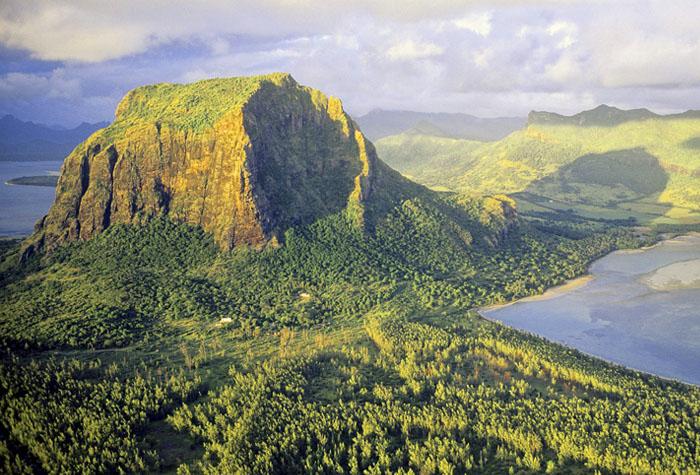 isla mauricio costa este 1 - El TOP 5 de los destinos lejanos del verano