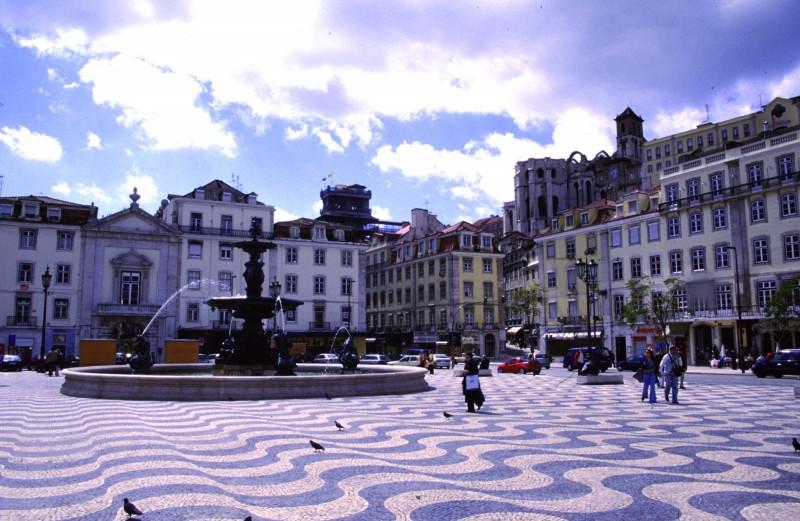 lisboa plaza portugal edificios - Lisboa, una ciudad para disfrutar con la familia