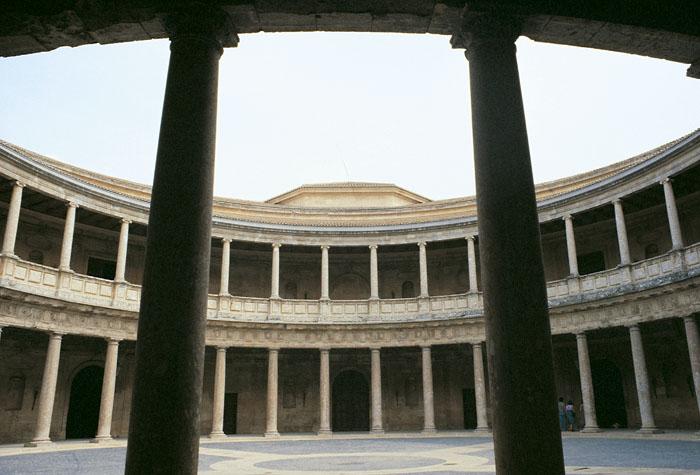 palacio carlosv alhambra 1 - Descubre la espectacular Alhambra de Granada