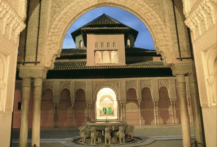 patio de los leones 1 - Descubre la espectacular Alhambra de Granada