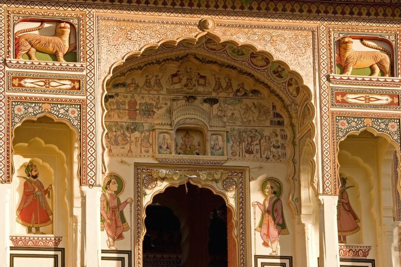 rajastan entrada puerta palacio - Rajastán, riqueza arquitectónica a las puertas del desierto