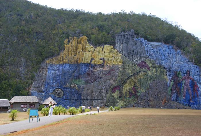 Valle de Vinales mural de la prehistoria 1 - Valle de Viñales: donde nace el tabaco