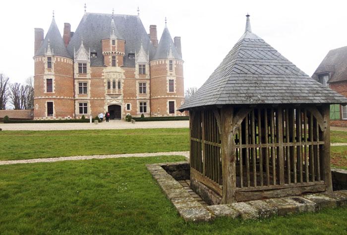 castillo de martainville 1 - Ruta de los impresionistas navegando por el Sena