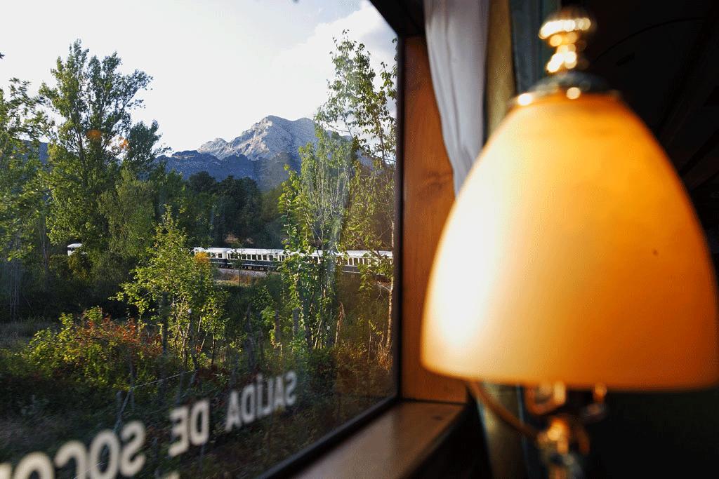 Tren FEVE01 - Cistierna y su comarca, puerta de entrada al país de Vadinia