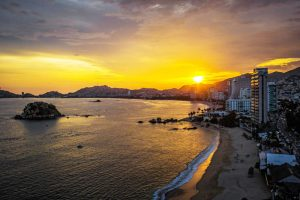 Acapulco atardecer playa 300x200 - Construyendo el Nuevo Acapulco