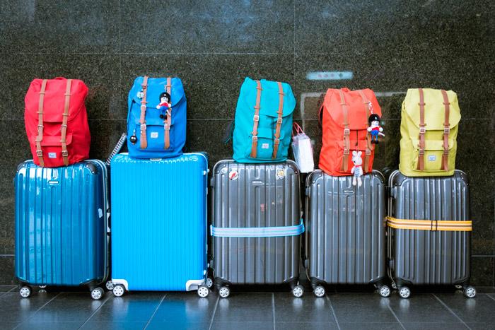 Maletas aeropuerto. Open Comunicacion - Cómo conseguir que tu viaje sea bueno, bonito y barato
