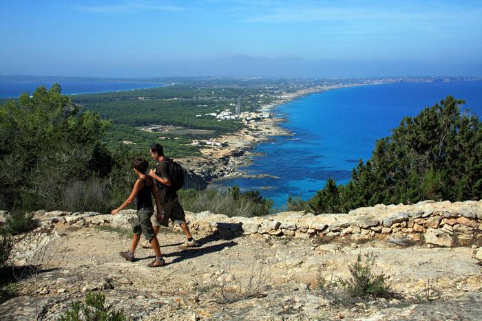 Rutes verdes Turisme de Formentera Islas Baleares fiestas - Primavera de color, aire libre y tradición popular en las Islas Baleares
