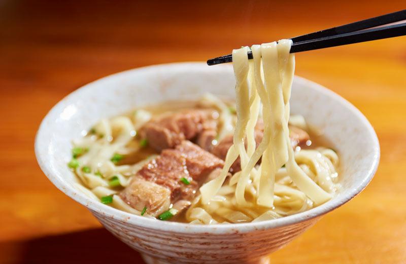 Soki Soba Stewed Pork Spare Rib Noodles 2 Okinawa ©JNTO. Okinawa Japón - Okinawa, la población de Japón más longeva del planeta