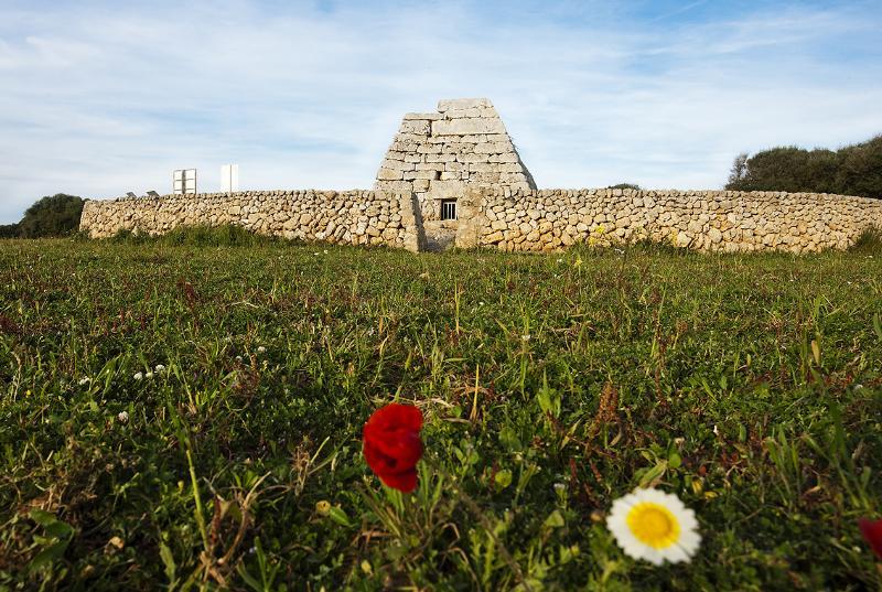 Naveta des Tudons Menorca Talayótica - El patrimonio talayótico menorquín, uno de los más originales de todo el Mediterráneo