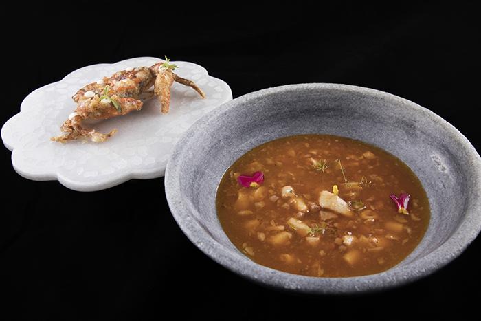 Guiso de callos de bacalao y cangrejo de concha blanda Lena - Nace Lena, un nuevo concepto de sidrería gastronómica