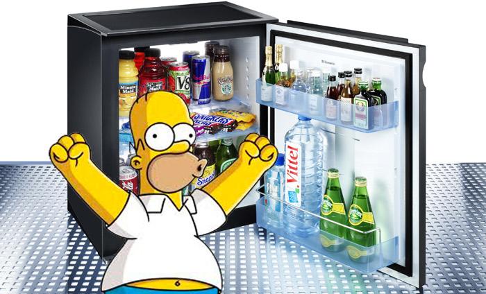 Botellas Mini bar 2 homer - 1 de cada 3 españoles se bebe las botellas de alcohol del minibar y luego las rellena