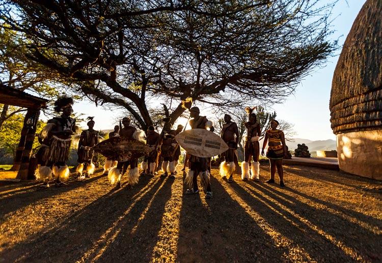 Sudáfrica Zulú Bailarines tradicionales en KwaZulu Natal - Cinco razones para visitar Sudáfrica