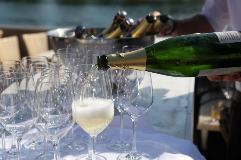 1. Bebidas ilimitadas 4 - Más de dos tercios de los españoles prefieren una barra libre a irse de excursión