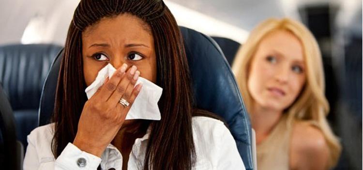 Mal olor avión - Dos de cada tres españoles han tenido un compañero de avión que olía mal