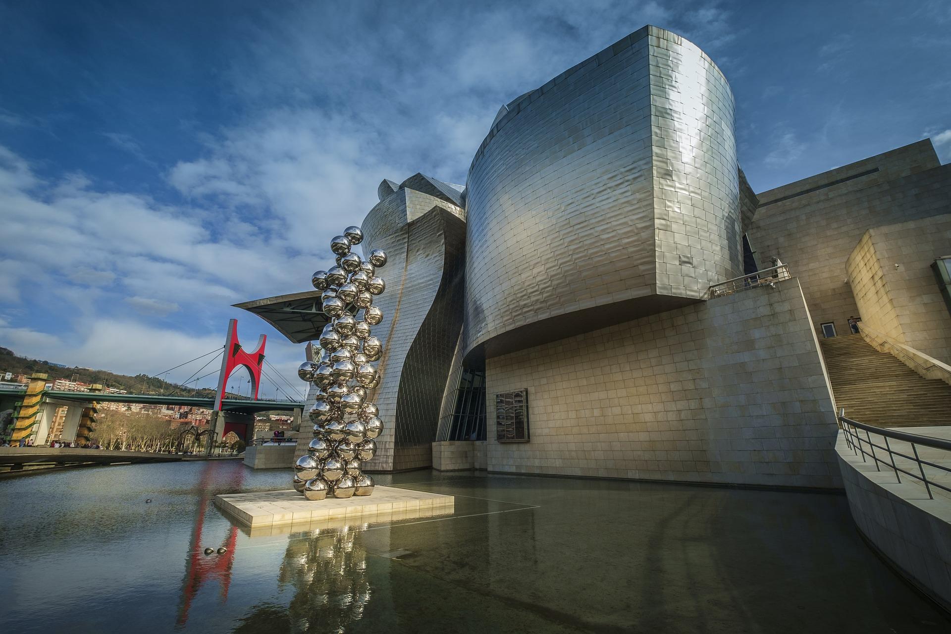 3. Guggenheim Bilbao credito Holidu - Los 10 museos españoles más populares de Instagram Al mal tiempo... ¡Buenos museos!