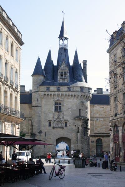 Burdeos Puerta de Cailhau 2. Francia. Open Comunicacion - Una escapada perfecta, del pasado en Burdeos al porvenir en Futuroscope