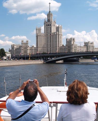 CRUCERO EN EL RIO MOSCOVA. Moscú Rusia © Carmen Cespedosa  OPEN COMUNICACION - La nueva Moscú se muestra orgullosa de arriba abajo