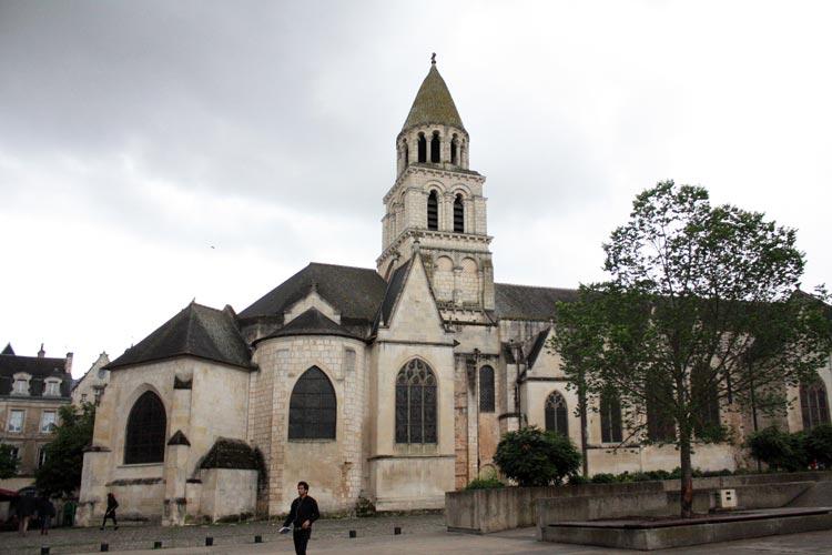 Poitiers 2. Francia. Open Comunicacion - Una escapada perfecta, del pasado en Burdeos al porvenir en Futuroscope