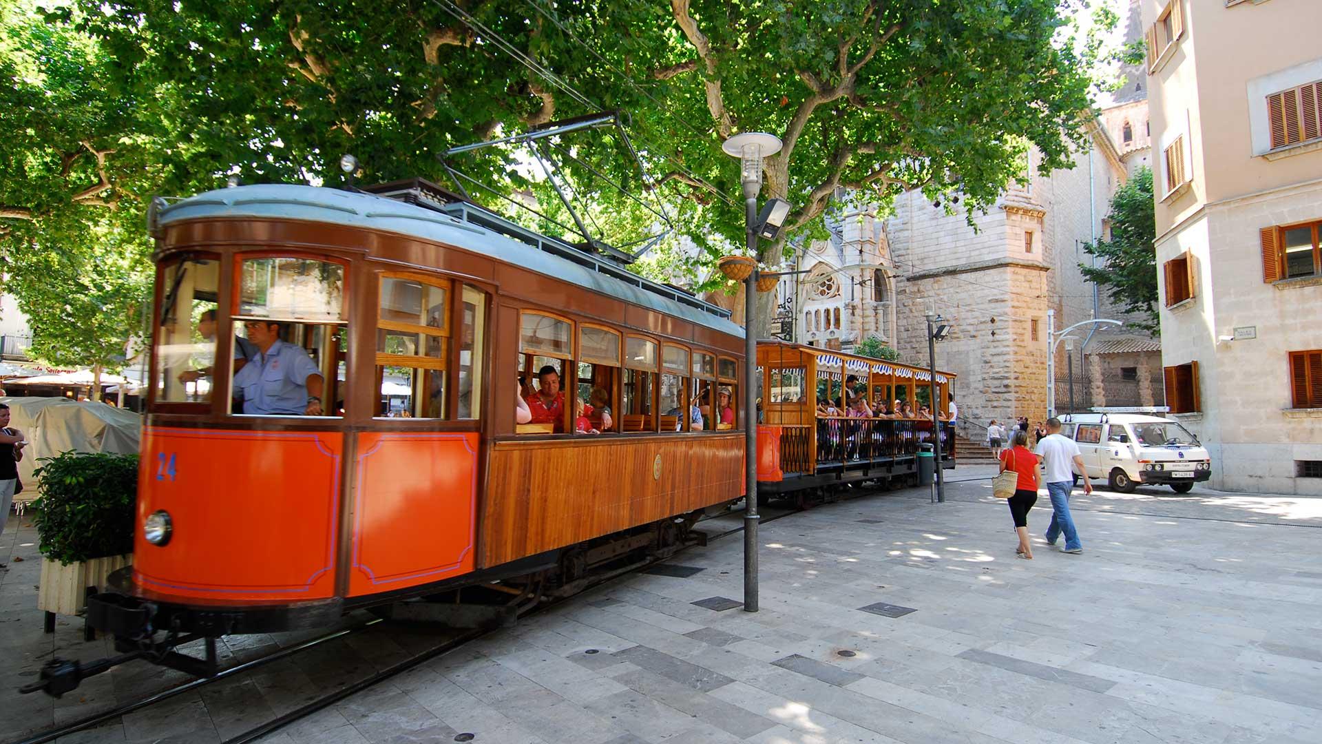 Tren de Soller AETIB 3 - Paisajes de otoño en Mallorca: Viaje en tren al Valle de los Naranjos de Sóller