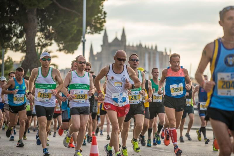 URI2516 - La capital balear se llena de corredores en una nueva edición del Palma Marathon