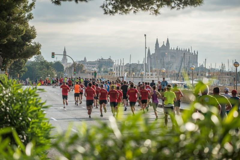 URI2758 - La capital balear se llena de corredores en una nueva edición del Palma Marathon