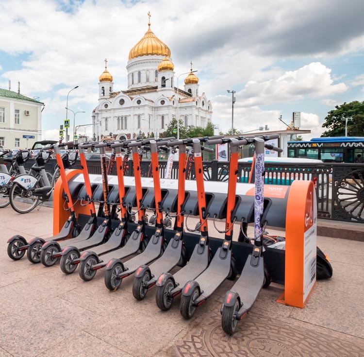 scooter 3571271. Moscú Rusia © Carmen Cespedosa  OPEN COMUNICACION - La nueva Moscú se muestra orgullosa de arriba abajo