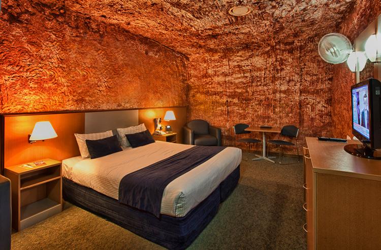 7. Desert Cave Hotel 2 Hoteles singulares del mundo hotelscan opencomunicacion - Los hoteles más singulares del mundo