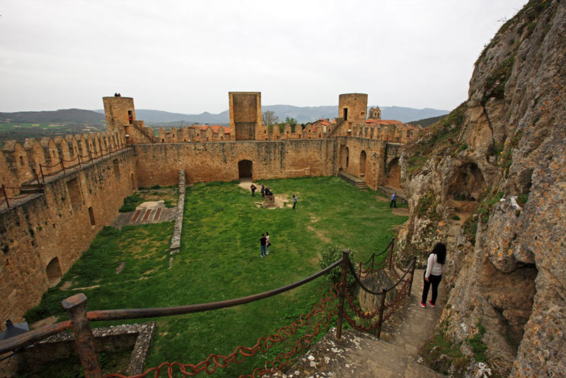 Frias Burgos Castilla y León Castillo - Naturaleza y cultura en Frías, una de las ciudades 'guinda' del norte