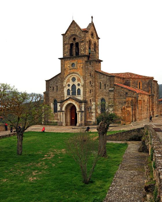 Frias Burgos Castilla y León Iglesia de San Vicente Martir - Naturaleza y cultura en Frías, una de las ciudades 'guinda' del norte