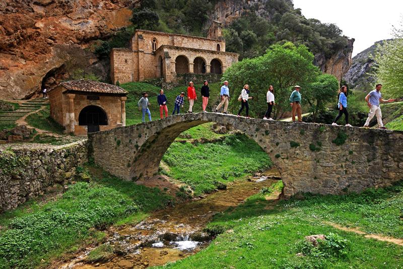 Frias Burgos Castillay León Ermita de Nuestra Señora de la Hoz Puente romano Humilladero del Cristo de los Remedios Tobera - Naturaleza y cultura en Frías, una de las ciudades 'guinda' del norte