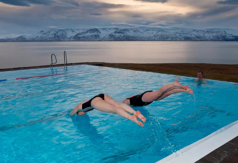 Islandia Norte nadando en el pueblo Hofsós - Islandia, wellness y gastronomía en FITUR 2019