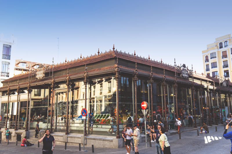 Mercado de San Miguel Madrid exterior - Almeida anuncia 6 mill. de € más para reactivar el turismo