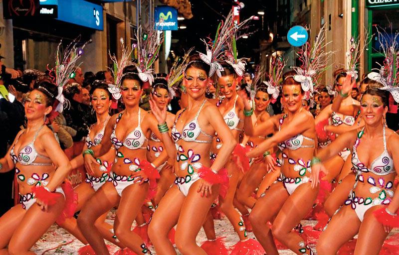 Sitges. 01 Carnaval min - Diez tentaciones para una escapada en Sitges