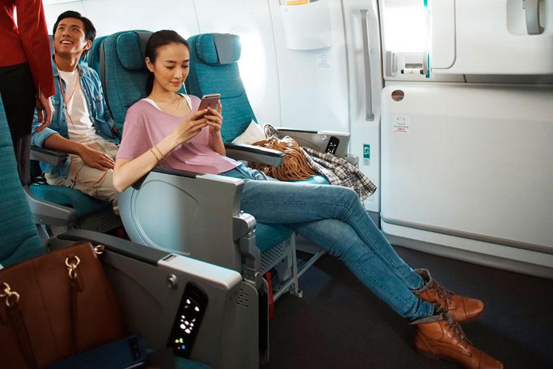 JetCost.Mayor espacio para las piernas 1 - Más de un tercio de los españoles pagarían por tener un espacio reservado en el avión para tener relaciones íntimas