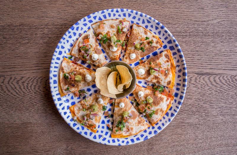"""Quesadilla mexicana huitlaoche Chido Chido Castizo Chingón Madrid - Abre sus puertas el innovador restaurante mexicano """"Chido Castizo & Chingón"""""""