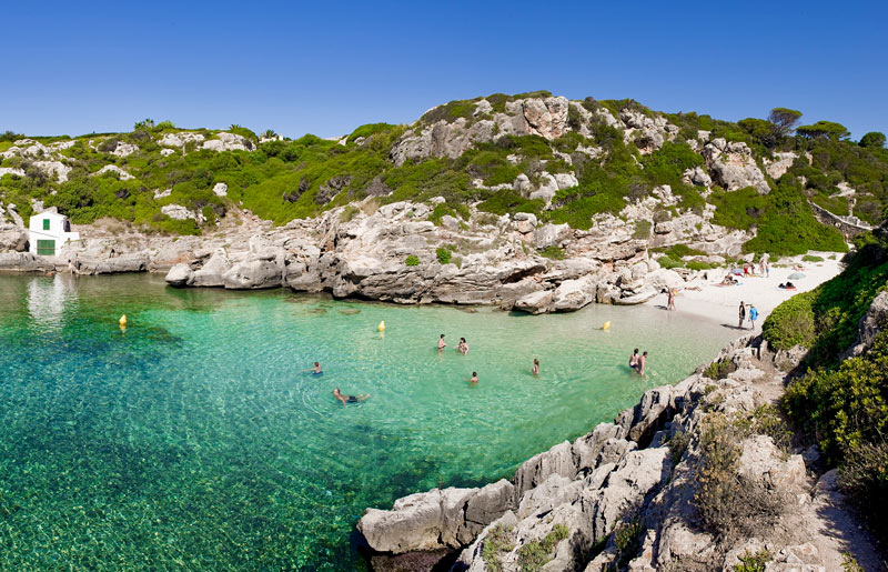 01 Menorca cala playacosta - 16 Grandes citas para una escapada a Menorca en 2020