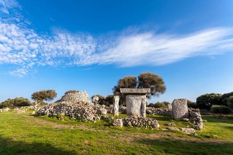 02 Menorca Talati talayot - 10 planes para dejarte caer por Menorca en 2019