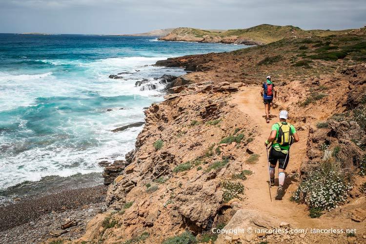 03 Menorca costa sendero carrera - 10 planes para dejarte caer por Menorca en 2019