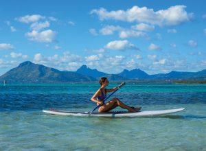 Beachcomber Resorts Hotels paddle surf Mauricio 300x220 - Revista Más Viajes