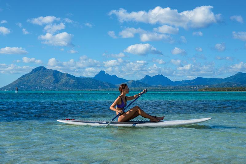 Beachcomber Resorts Hotels paddle surf Mauricio - Revista Más Viajes