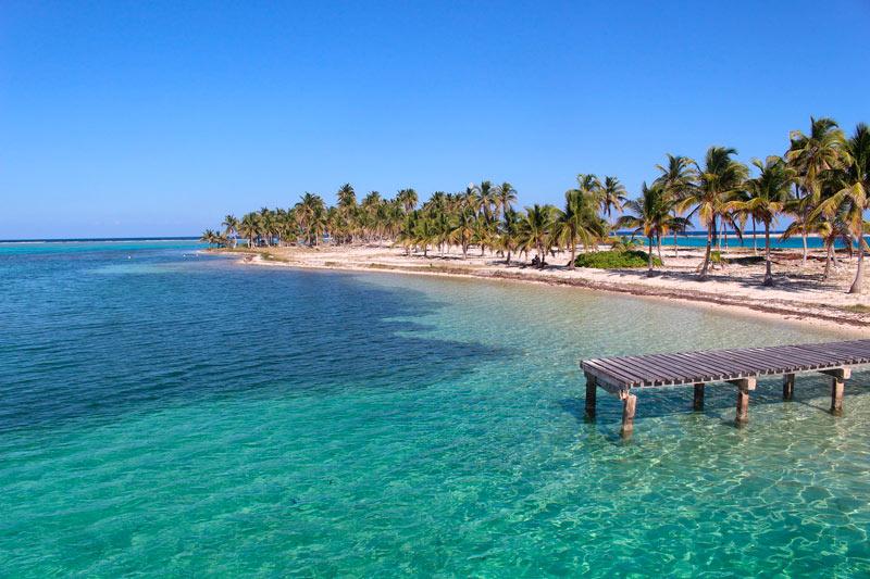 Belice mar embarcadero arena palmeras caribe © bayezid1989 - Los enclaves naturales más impresionantes de Centroamérica
