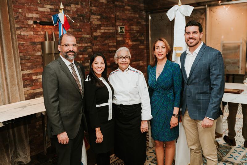 E. Lithgow Karyna Font Bernard y embajador Evento Oficina de Turismo de Republica Dominicana - República Dominicana se afianza como destino gastronómico del 2019